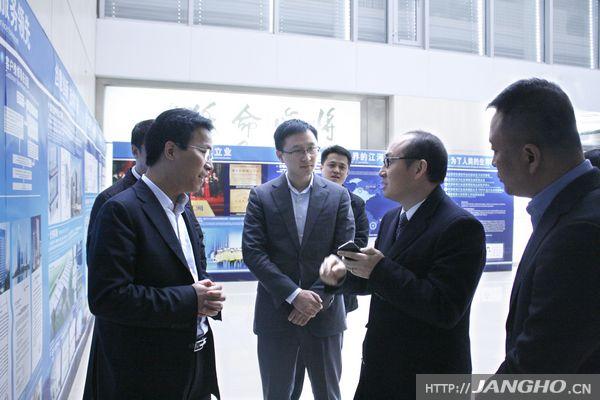 SOHO中国有限公司董事长潘石屹莅临江河幕墙考察参观