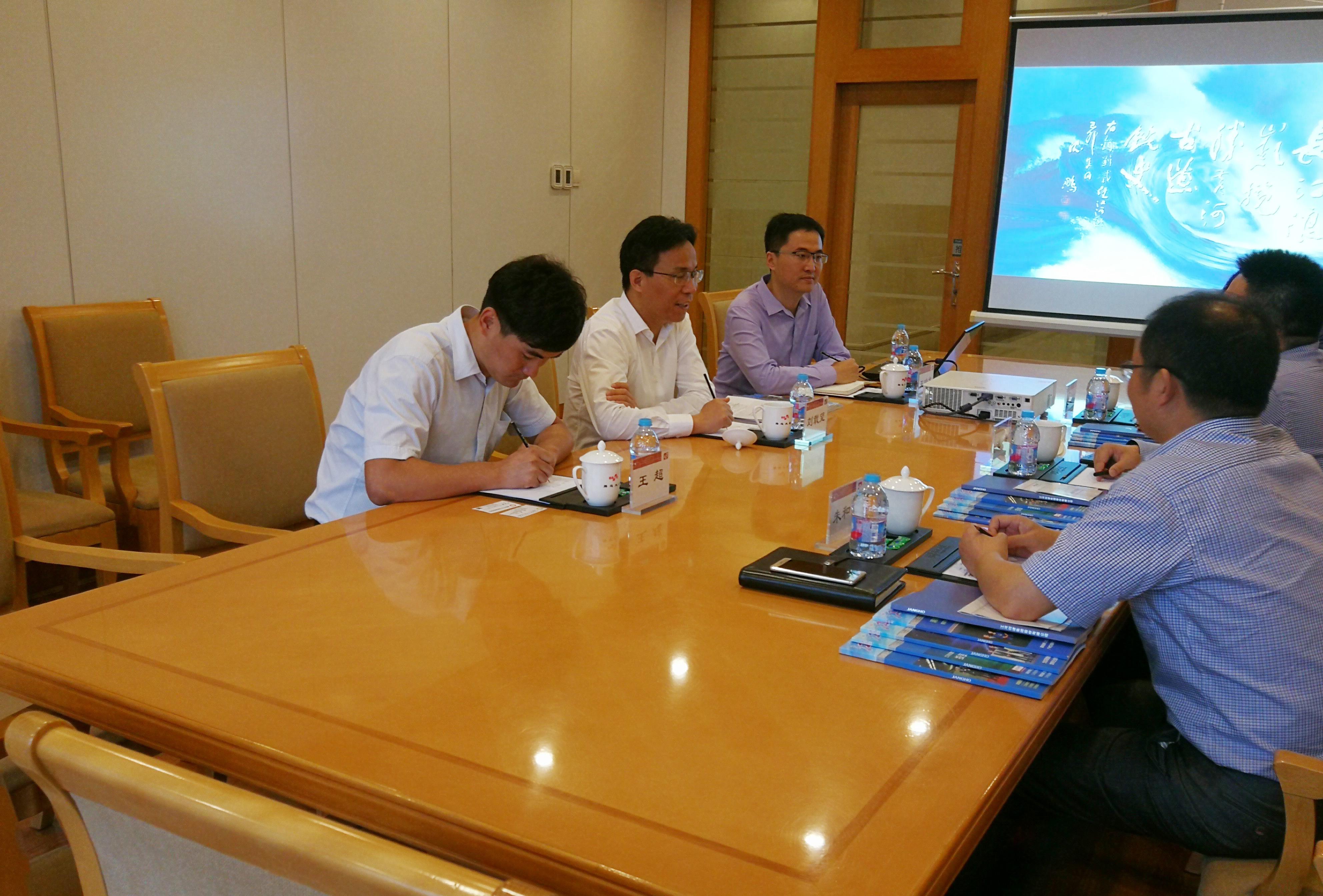 成都市青白江区池勇区长一行在京与刘载望董事长进行座谈